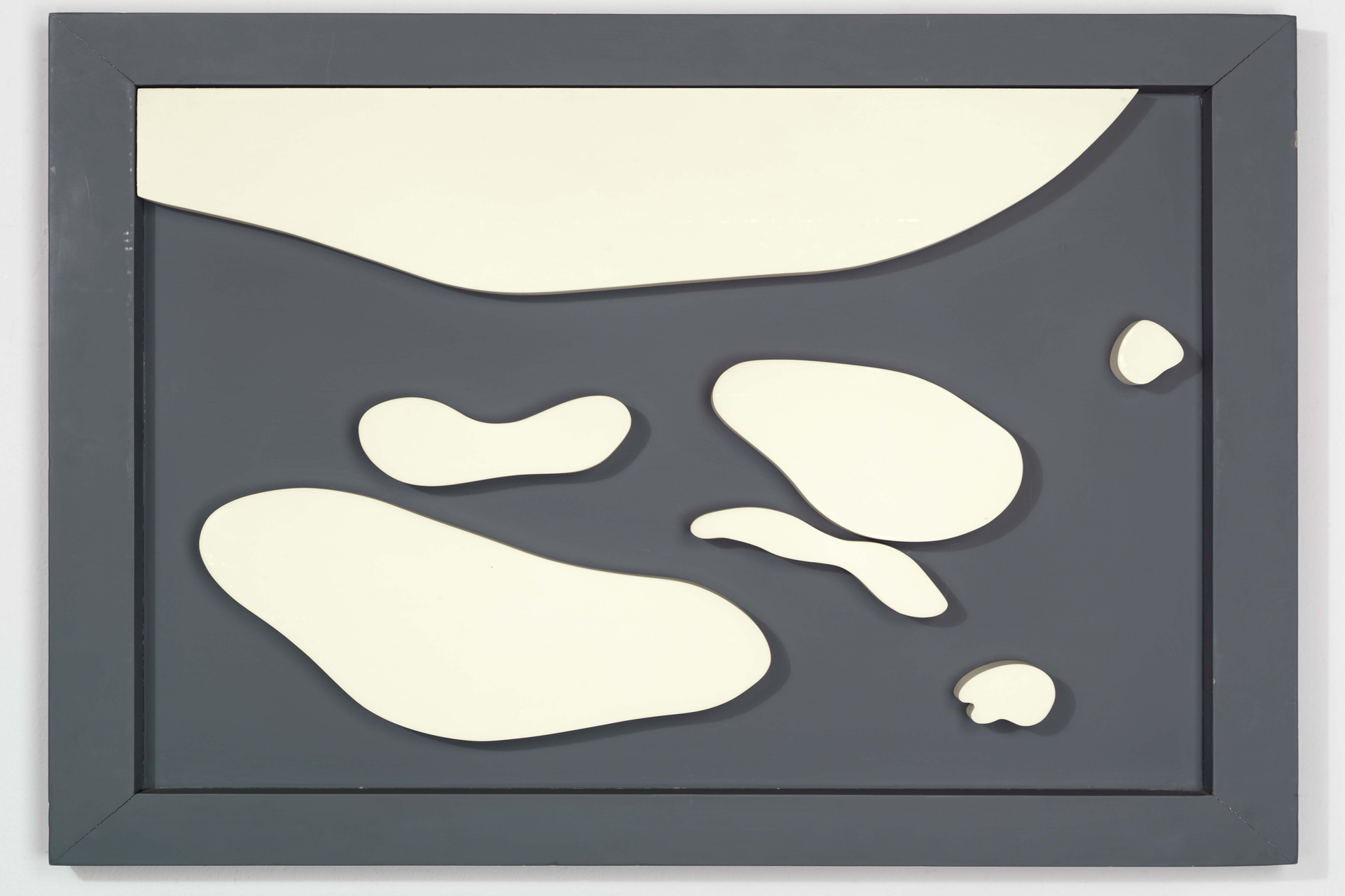 Hans Arp, Konstellation, 1932 Holz, bemalt 70,5 x 85,3 cm