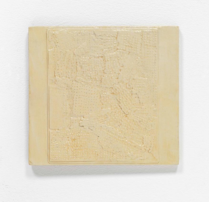 Heinz Butz, Frakturbild aus Papierfragmenten mit Punkten, 1970, Kunstharz auf Spanplatte, 8,2 x 17 cm