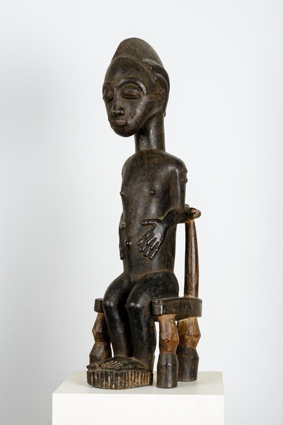 Baule, Elfenbeinküste, Holz, teils farbig gefasst, 60 x cm