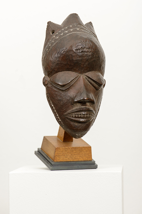 Pende, Demokr. Rep. Congo, wood, partly colored, 17 x 9.5 x 5.5 cm