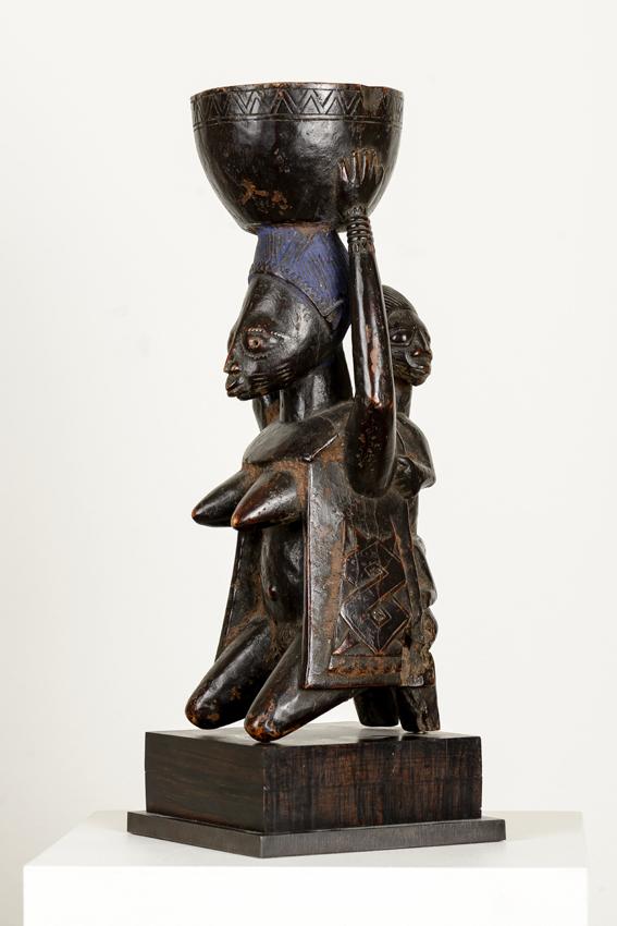 Yoruba, Nigeria, Figur / agere-ifa Holz, teils farbig gefasst, 31 x cm