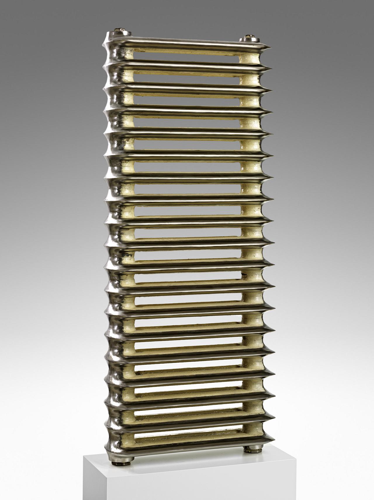 Max Frisinger, Spare Rips, 2012, Gusseisen, poliert, 146 x 60 x 20 cm