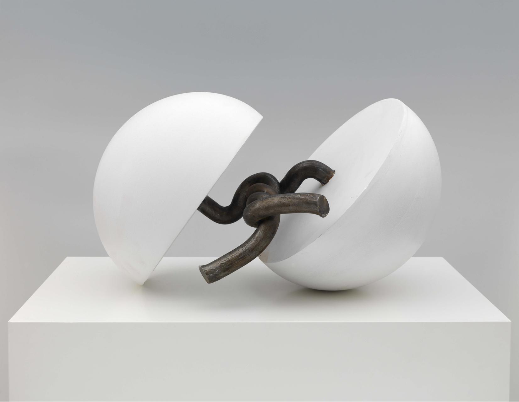 Gary Kuehn, Untitled, 2007, Stahl, Gips, 49 x 33,5 x 27,5 cm
